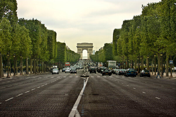 deadhardrive-paris-champs-elysees